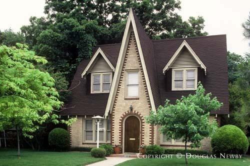House in Turtle Creek Corridor - Home in Oak Lawn Heights