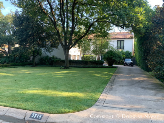 Robert Meckfessel Designed Home in Greenway Parks