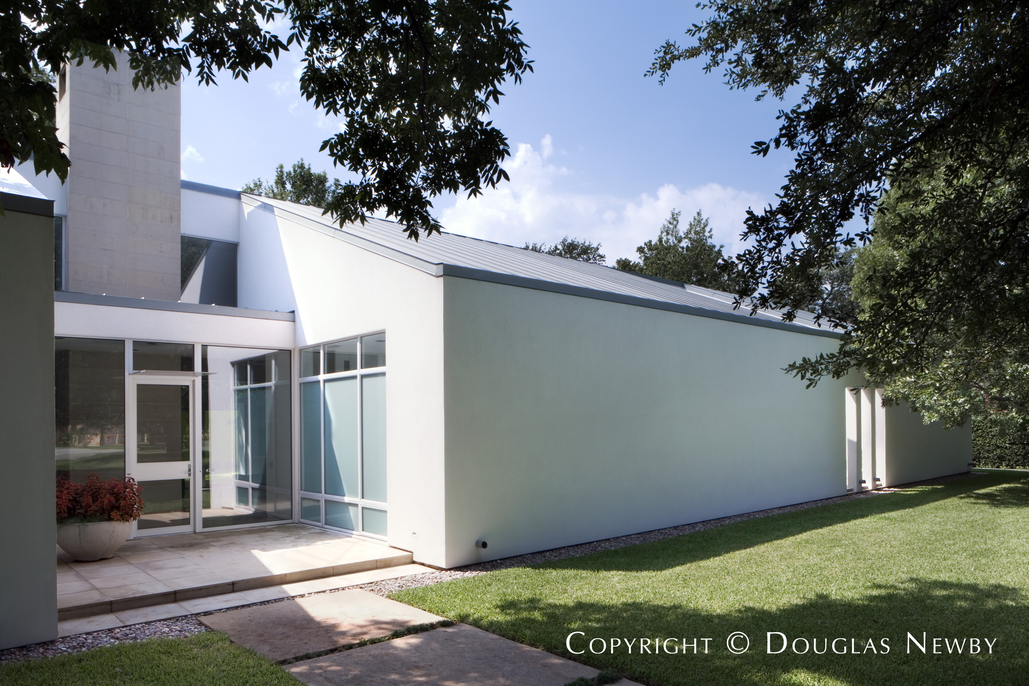 Preston Hollow Modern Home sitting on 0.7 Acres