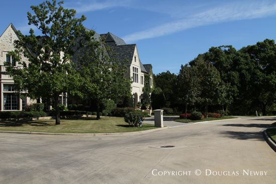 Estate Home in Glen Abbey, Gated Neighborhood