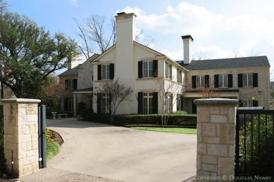 Residence in Preston Hollow - 5300 Deloache Avenue