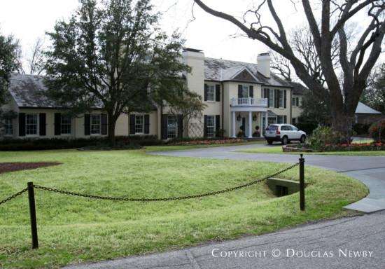 Estate Home in Preston Hollow - 5526 Deloache Avenue