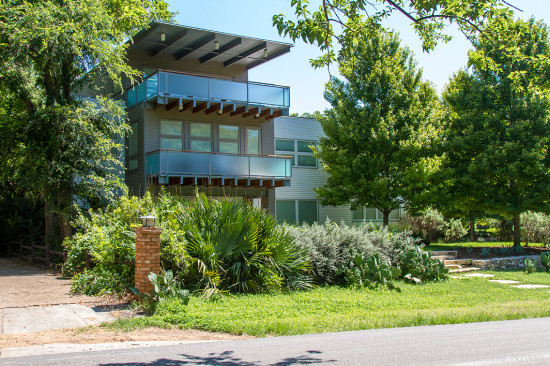 Modern Home at 9106 West Lake Highlands Drive, Dallas, Texas