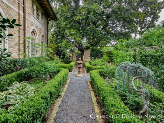 Side Garden at Anton Korn-Designed Lakewood Home