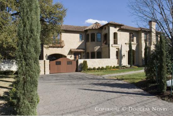 Residence in University Park - 6916 Hunters Glen Road