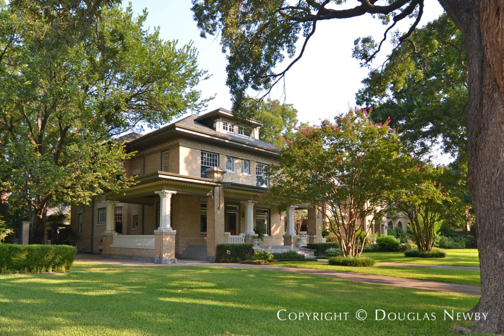 Early 20th Century Modern Home on Swiss Avenue For Sale