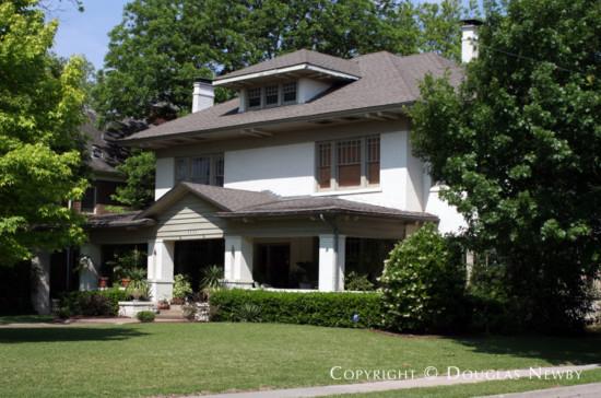 Residence in Swiss Avenue - 5533 Swiss Avenue