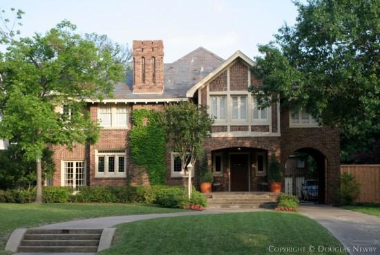 Residence in Swiss Avenue - 5812 Swiss Avenue