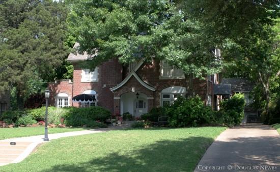 Residence in Swiss Avenue - 5819 Swiss Avenue