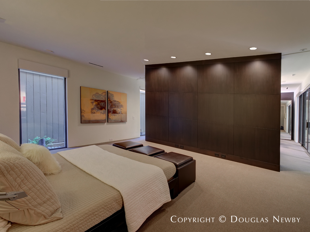 Architect Lionel Morrison Deploys Floating Wall Design In Master Bedroom Photograph 37983