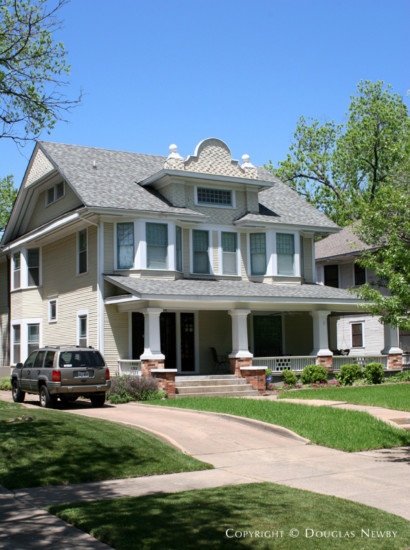 Residence in Munger Place - 4915 Victor Street